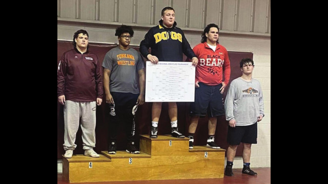 Miccael Brown qualifies for state wrestling at 285